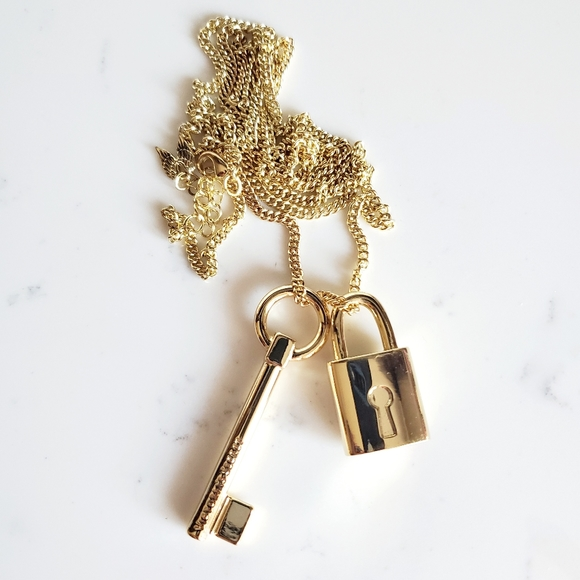 FINAL SALE ❤Victoria Secret Lock Key Long Necklace